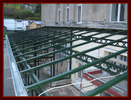 Stahlkonstruktion fertig konserviert und mit Deckanstrich