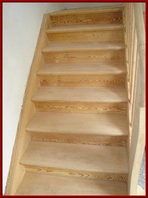 Holztreppe nach erfolgter Reinigung