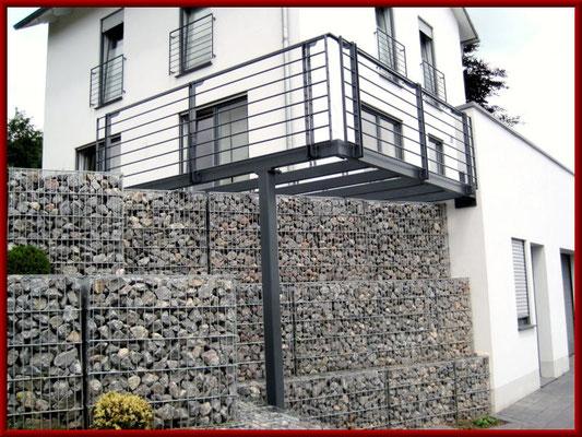 Stahl- Anbaubalkon mit Geländer