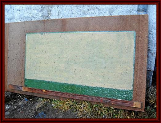 grünes Kathedralglas mit weißem Deckanstrich