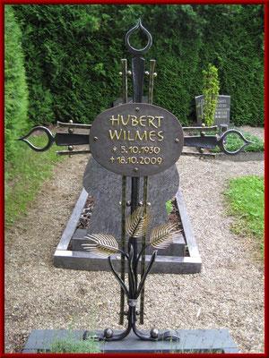 geschmiedetes Grabkreuz mit blattvergoldeten Ähren