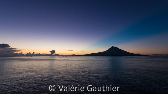 Lever de soleil sur le volcan Pico - île de Faial - Açores