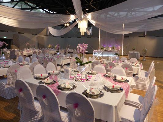 Gästetische pink Orchideen Saaldekoration