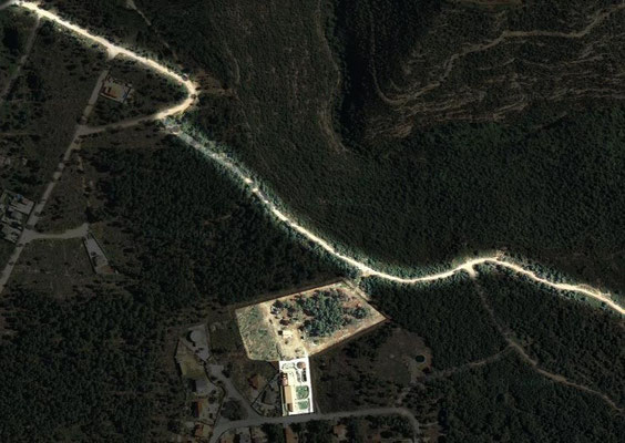 Vista satélite de la finca y acceso al camino por detrás de la misma.
