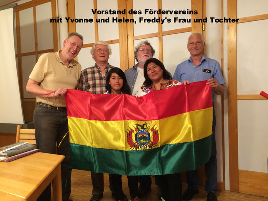 Der Vorstand des Fördervereins mit Yvonne und Helen, Freddy's Frau und Tochter