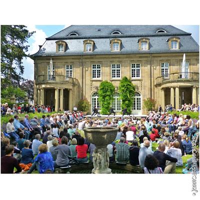 13.7.: COLOURS IM GRÜNEN, Villa Reitzenstein