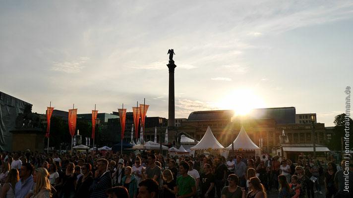 Stuttgarter Schlossplatz in der Abendsonne