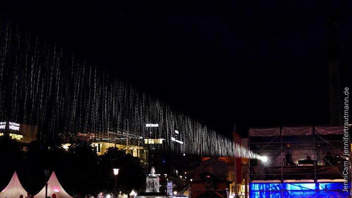 Regen im Scheinwerferlicht :)