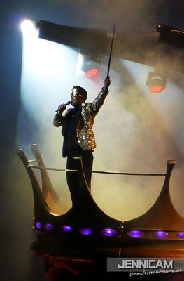 Se king in his crown. ;)