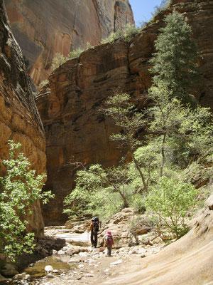 Willkommene Abkühlung in den Canyons auf dem Abstieg