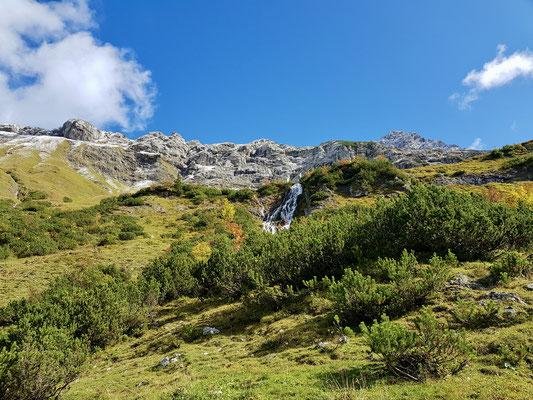 Der Wasserfall nun in der Sonne