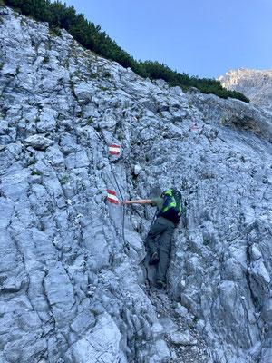Kurz vor der Hütte muß man noch einmal etwas klettern