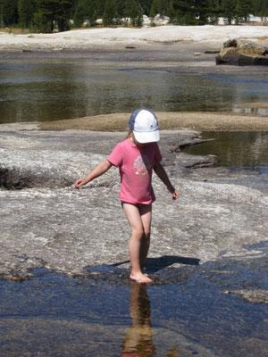 Viele Pausen am Wasser lassen die Zeit für die Kinder schneller vergehen