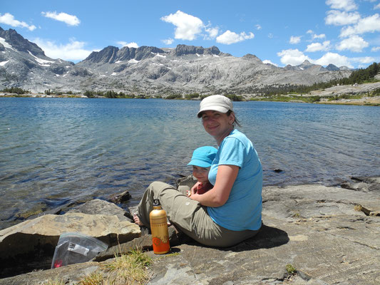 Mittagspause am Thousand Island Lake vor Island Pass.