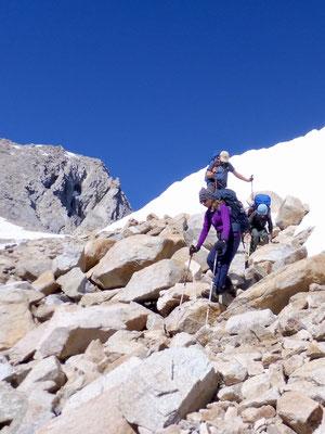 Wir mußten hin und wieder über Fels auf bzw. absteigen