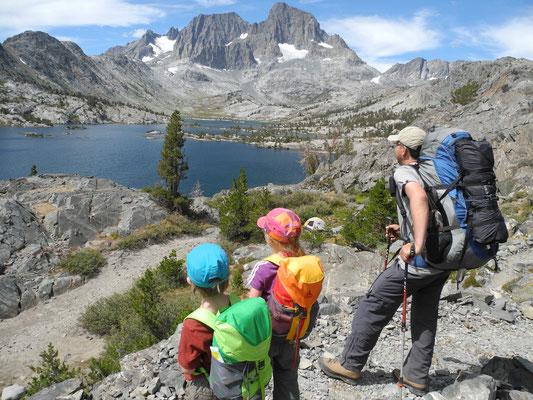 Nach dem ersten Anstieg der Blick zurück auf Garnet Lake und unser Camp 1.