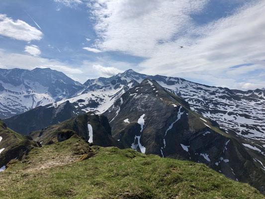 Unglaubliche Bergwelt egal in welche Richtung man sich dreht.