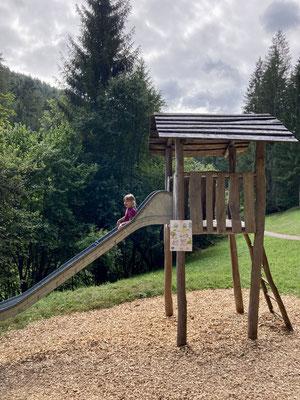 Der Spielplatz liegt auf dem Weg vom Parkplatz zum Sankenbachsee