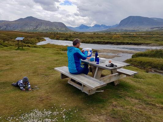 Picknickplatz mit Ausblick auf Rondane.