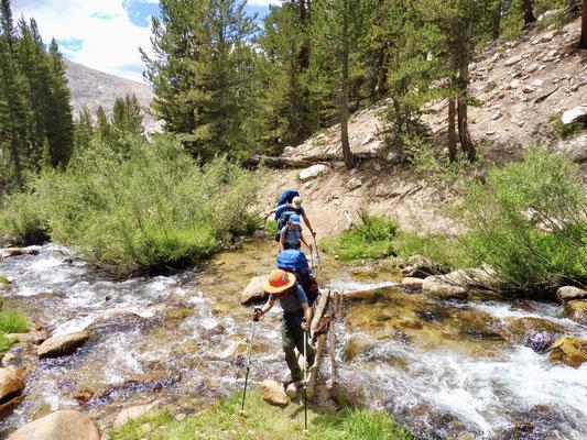 Kury vor Crabtree noch schnell über den Creek