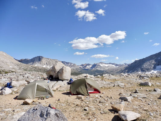 Unser Camp knapp vor dem Pass mit Blick zurück