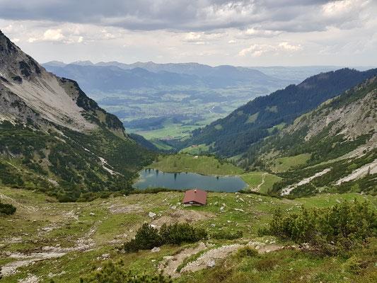 Blick zurück beim Aufstieg zum oberen See