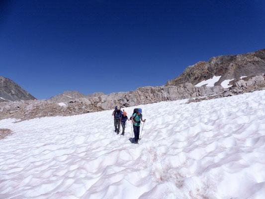Weitere Schneefelder auf dem Anstieg zum Muir Pass