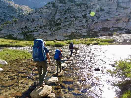 Die erste Überquerung des Evolution Creek