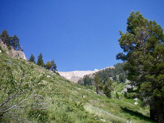 Blick zurück auf den weit entfernten Sawtooth Peak