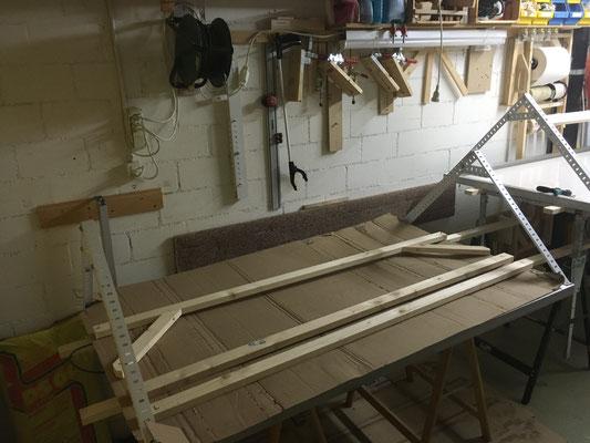 Die zweite Sonnenpanele ist ebenfalls gefertigt und mit einer Seitenwinkel-Strebe...