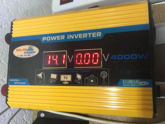 Auch der Spannungswandler hat einen InPut von 14. 1 Volt