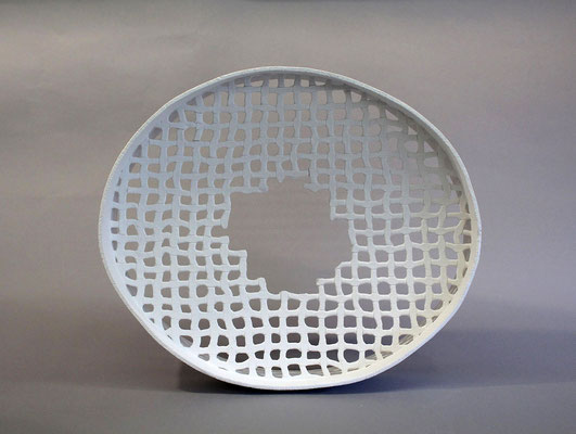 Ohne Titel, 2017, Paperclay, H 40 cm, B 35 cm, T 8 cm