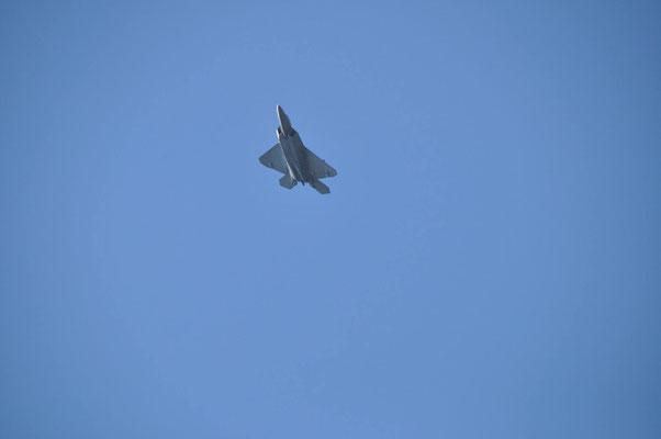 """Un des deux F-22 """"Raptor"""" avion furtif de US Aiforce présent dans le défilé aérien"""