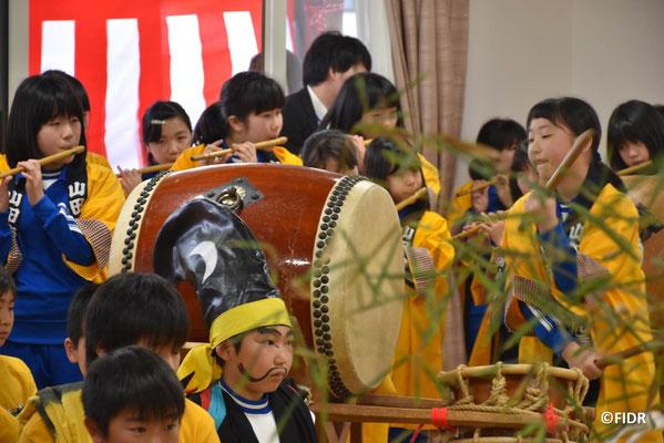 山田南小学校5年生、6年生の勇壮で迫力ある獅子舞