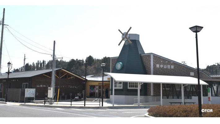 山田町の駅舎。中に図書館ができた。