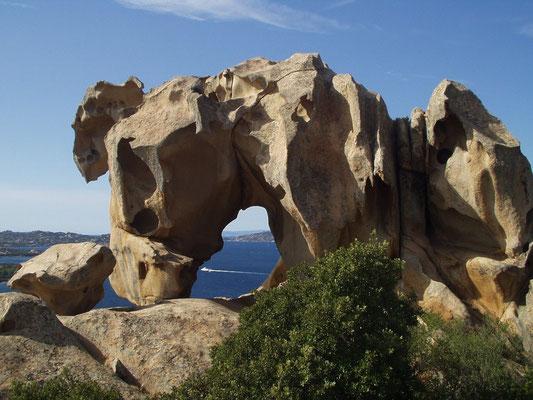 Гранитные скалы на Каста Смеральда