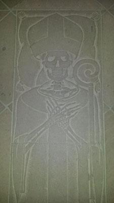 Spooky -die Grabplatte der obersten Mönche