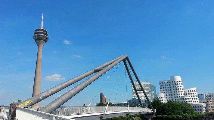 Brücke und Aussichtsplattform am Medienhafen