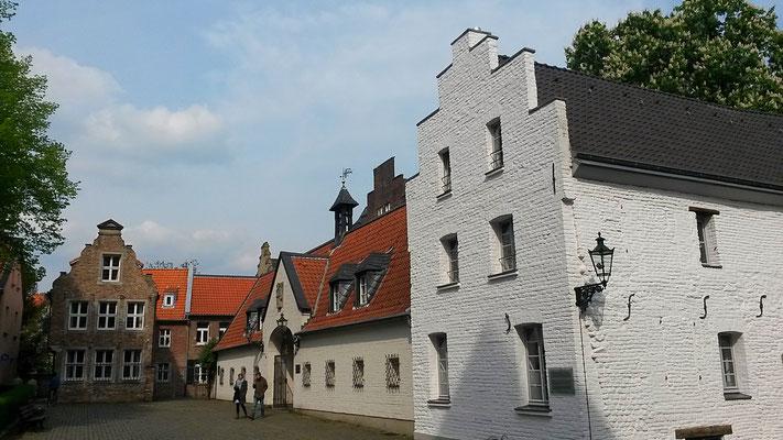 Treppengiebel lassen holländische Einflüsse erkennen