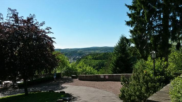 Blick vom Schloßberg übers Tal