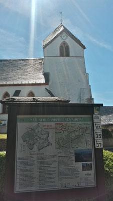 Am Startpunkt finden wir Picknickplätze und hilfreiches Kartenmaterial des Eifelvereins