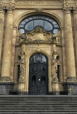 Portal mit Jugendstilelementen am Leopold Hoesch Museum