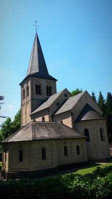 Aus dem 12. Jahrhundert, Kirche in Himmelgeist
