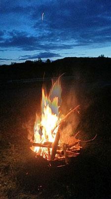 Lagerfeuer Romantik - aber mit Brennschale! Am Morgen blieben keine Spuren!!
