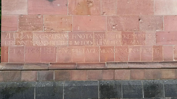 Inschrift eingraviert am Kirchenturm in Düren