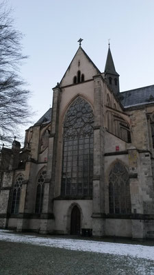 Das grosse Kirchenfenster von außen