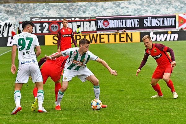 Leider hatten die Admiraspieler rund um Kapitän Daniel Toth das Nachsehen wie hier gegen Christoph Knasmüllner