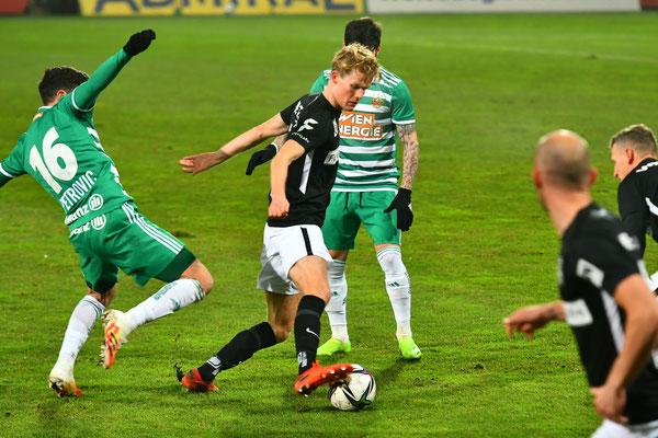 Morten Hjulmand konnte sich im Mittelfeld geht einige Rapidspieler durchsetzen