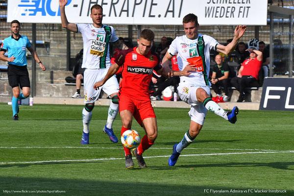 Kurz vor Ende der ersten Spielhälfte konnte sich Patrick Schmidt durchsetzen und ein weiteres Tor für Admira Wacker erzielen