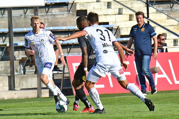 Andreas Herzog sah bei seinem ersten Bundesligaspiel in der Südstadt Marlon Mustapha genau auf die Beine